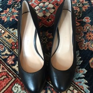 NWOT Banana Republic classic pumps